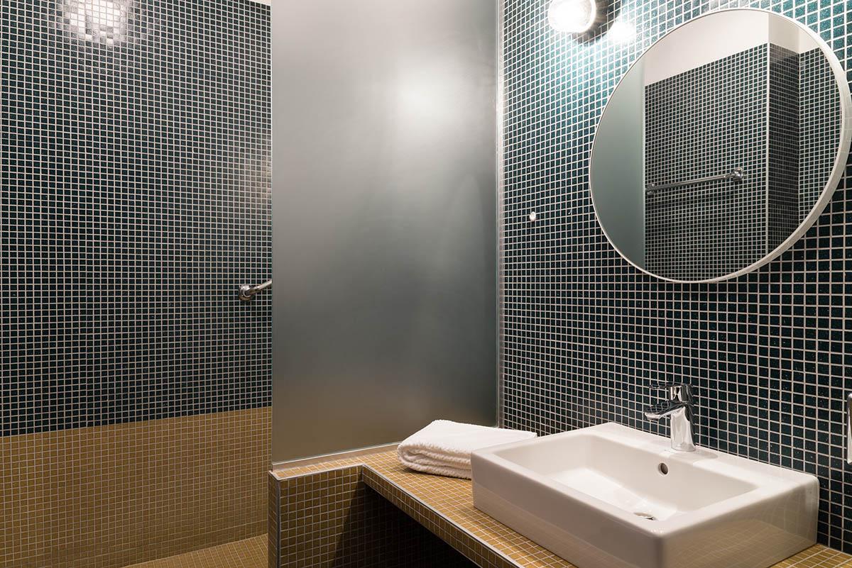 Salle de bain chambre grand confort à l'Hôtel Villa Borghese à Gréoux-les-Bains (04800)
