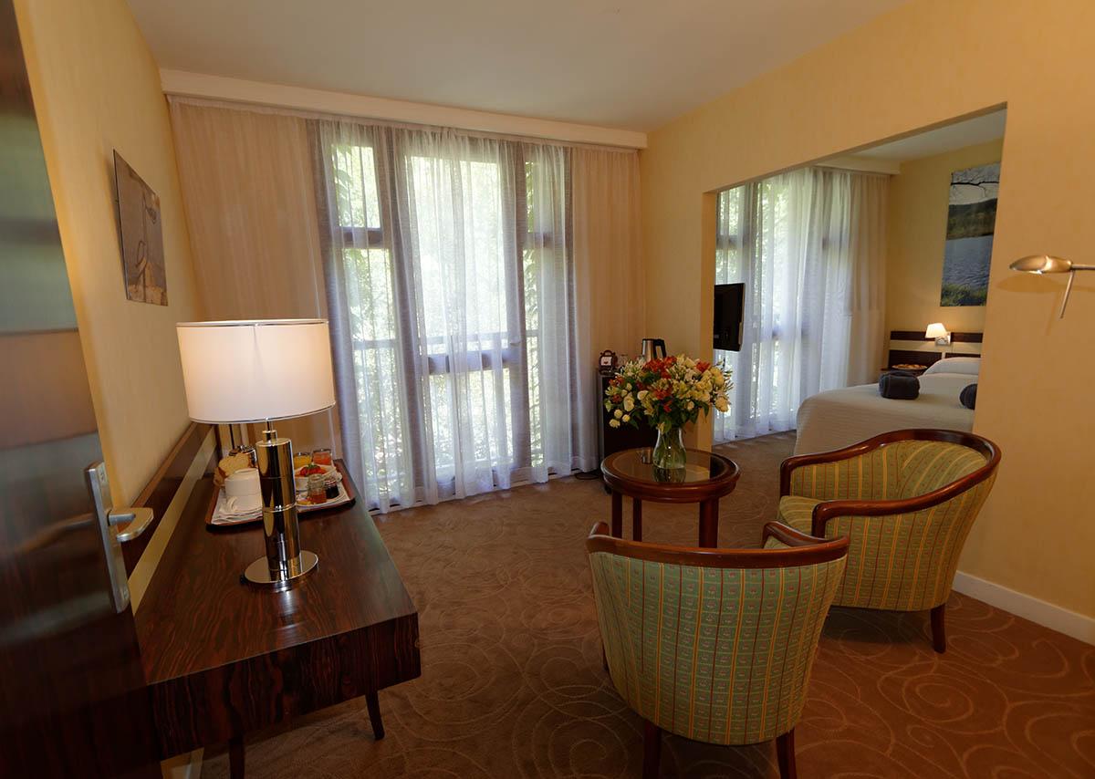 Chambre privilège / Suite junior à l'Hôtel Villa Borghese à Gréoux-les-Bains (04800)