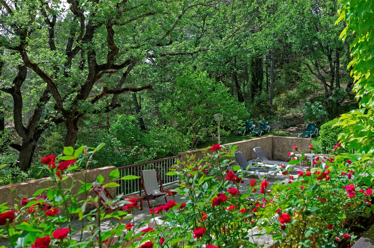 Jardins et Solarium à l'Hôtel Villa Borghese à Gréoux-les-Bains (04800)