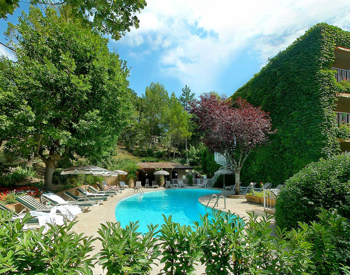 Piscine Chauffée à l'Hôtel Villa Borghese à Gréoux-les-Bains (04800)