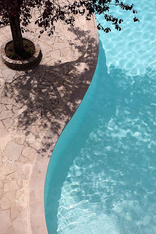 La piscine chauffée de l'Hôtel Villa Borghese à Gréoux-les-Bains (04800)