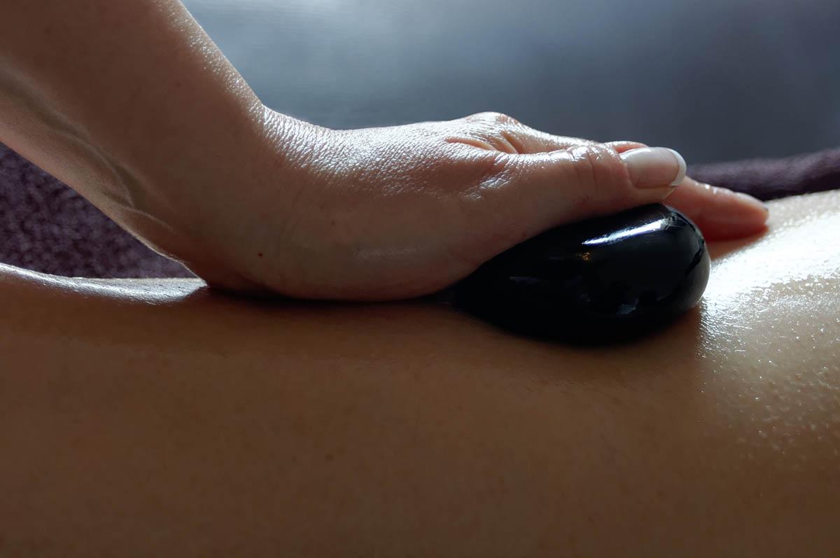 Massage aux pierres chaudes au Spa de l'Hôtel Villa Borghese à Gréoux-les-Bains (04800)