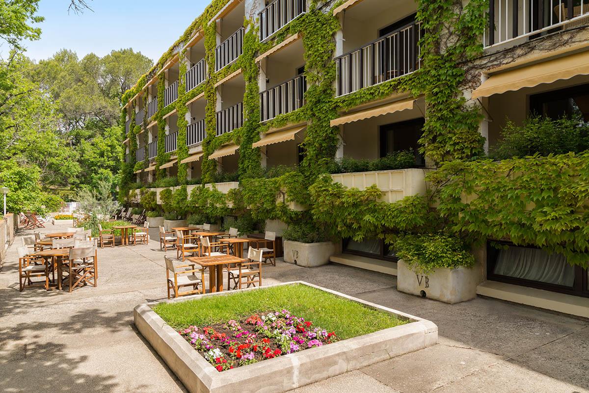 Terrasse de l'Hôtel Villa Borghese à Gréoux-les-Bains (04800)