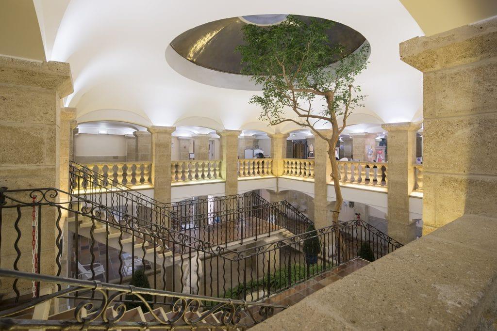 L'Hôtel Villa Borghese à Gréoux-les-Bains (04800) est le plus proche des thermes
