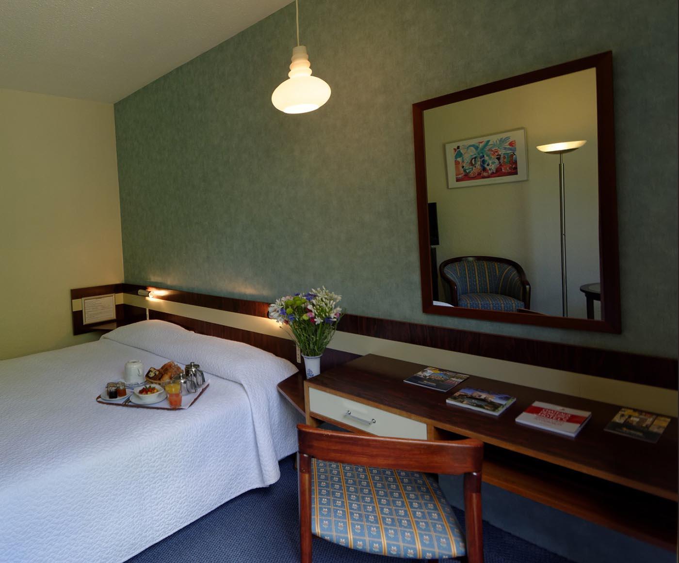 Chambre confort de l'Hôtel Villa Borghese à Gréoux-les-Bains (04800)
