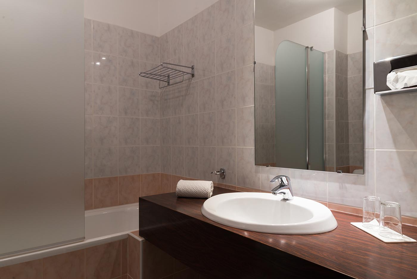 Salle de Bain des chambres grand confort de l'Hôtel Villa Borghese à Gréoux-les-Bains (04800)