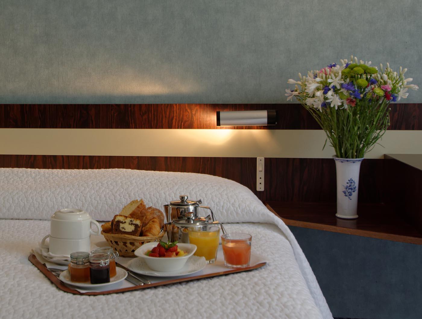 Chambre petit déjeuner de l'Hôtel Villa Borghese à Gréoux-les-Bains (04800)