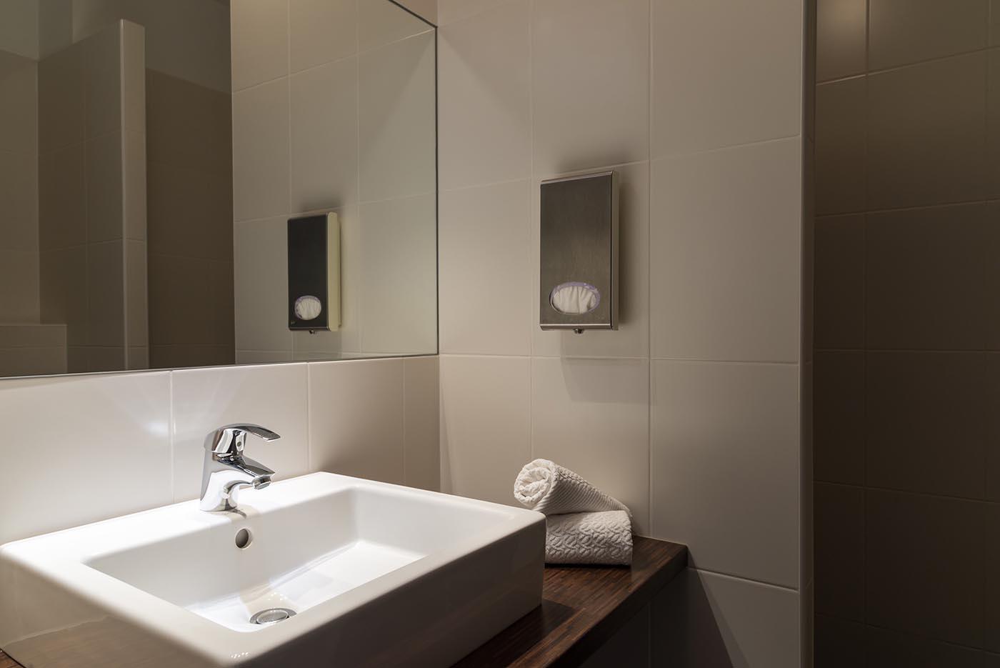 Salle de bain chambre privilège de l'Hôtel Villa Borghese à Gréoux-les-Bains (04800)