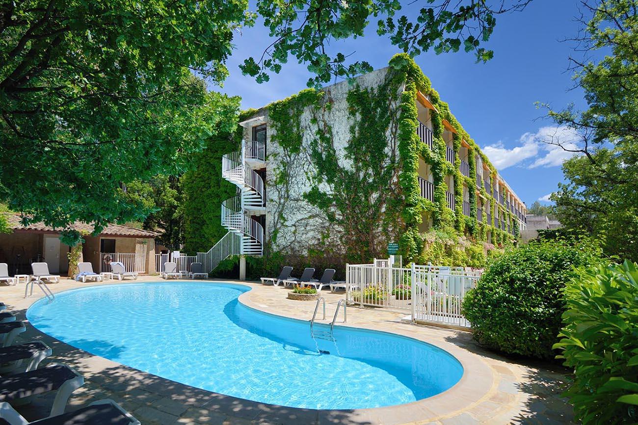 Piscine chauffée de l'Hôtel Villa Borghese à Gréoux-les-Bains (04800)